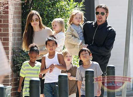 عکس خانوادگی انجلینا جولی و براد پیت و 6 فرزندشان
