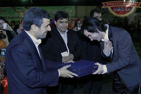 عکسی از محسن یگانه در کنار محمود احمدی نژاد