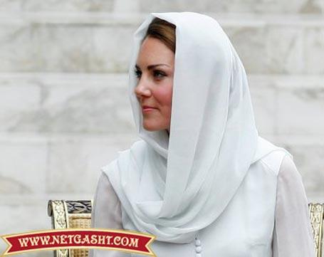 عکس کیت میدلتون با روسری و بی جوراب و شلوار در مسجد