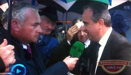 خشک کردن عرق صورت با پول کاردست سیاستمدار مشهور داد+ عکس