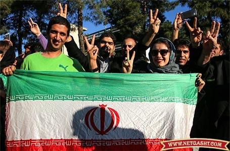 تصاویری از استقبال مردم در فرودگاه از تیم هسته ای و دکتر ظریف + مراسم شادی و پایکوبی مردم بعد ار توافق هسته ای در میدان ولیعصر