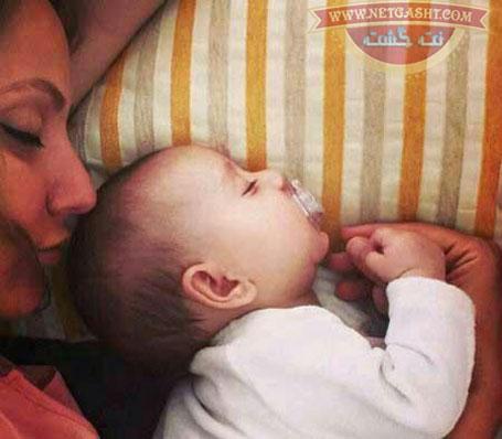 یک عکس خوشگل از مهناز افشار و دخترش در رختخواب