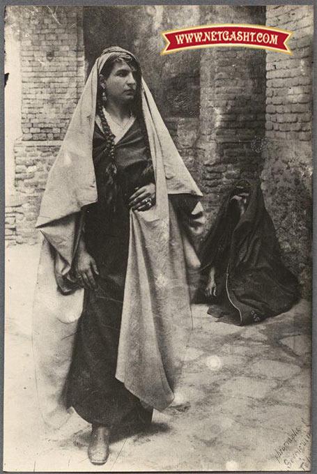 سیمای یک زن با لباس سنتی در زمان قاجار