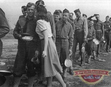 بوسیدن ده هزار سرباز برای تقویت روحیه - ریشه جهاد نکاح + عکس