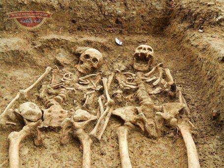 عکس بامزه اسکلت کشف شده زنی که 700 سال است در حال حرف زدن است